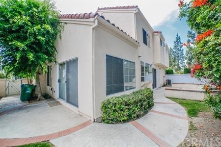 8 Laconia, Irvine CA: http://media.crmls.org/medias/50d6ae4e-9276-4217-b4ba-5c1631f9c589.jpg