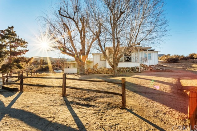 Single Family Home for Sale at 2810 Painted Post Pass /bBpass Pioneertown, California 92268 United States