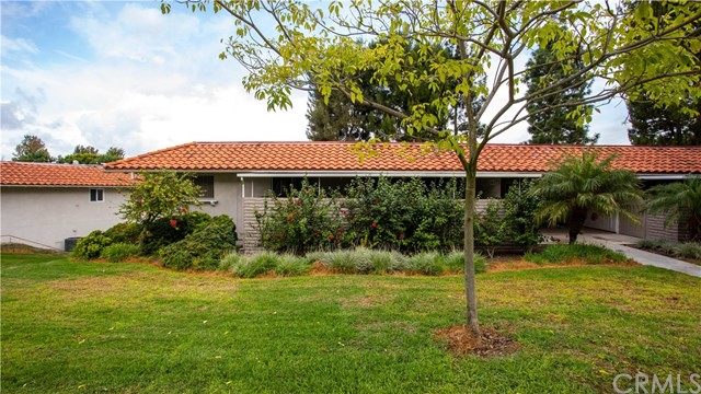 Detail Gallery Image 1 of 29 For 2277 Via Mariposa Q, Laguna Woods, CA 92637 - 2 Beds   2 Baths