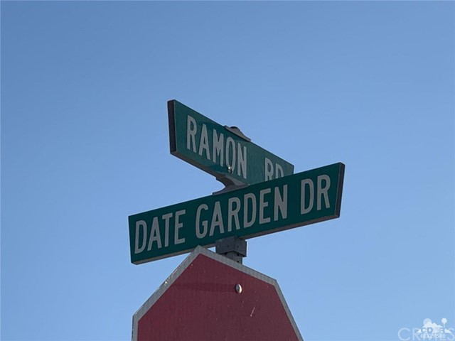31621 Date Garden Drive, Thousand Palms CA: http://media.crmls.org/medias/51223438-a8c8-4390-b8ab-1ed9c90ff355.jpg