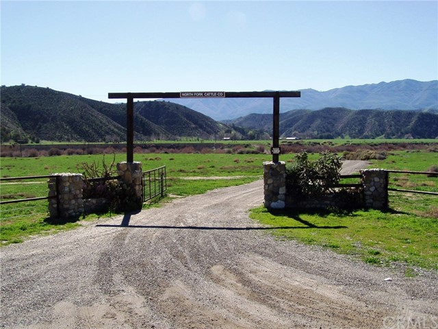 Single Family for Sale at 8001 Hwy 166 Cuyama, California 93454 United States