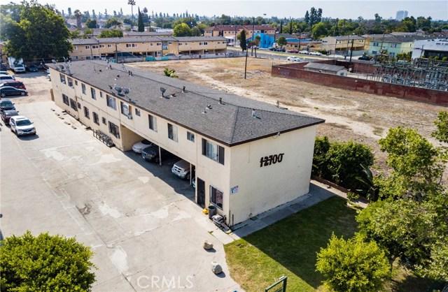 12624 S Wilmington Avenue, Los Angeles CA: http://media.crmls.org/medias/5144753d-1af0-414d-8458-b9e15ffc55e0.jpg