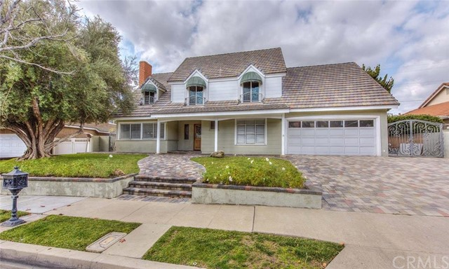 Single Family Home for Sale at 2868 North Maple Tree St 2868 Maple Tree Orange, California 92867 United States