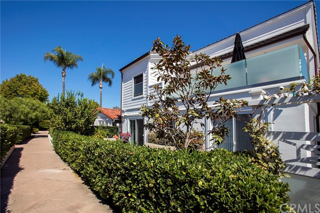 125 Via Mentone, Newport Beach CA: http://media.crmls.org/medias/515dcef7-79dc-47fb-8d55-62e427d44bb2.jpg