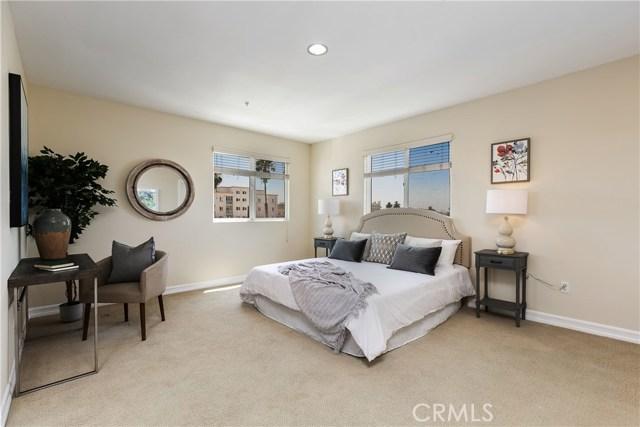 926 S Manhattan Place, Los Angeles CA: http://media.crmls.org/medias/516416d7-e361-4501-81bf-2883630c2f9f.jpg
