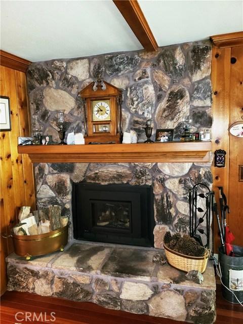 615 Pioneer Road, Lake Arrowhead CA: http://media.crmls.org/medias/516b33d1-f304-4597-ae92-ecbb6263d690.jpg