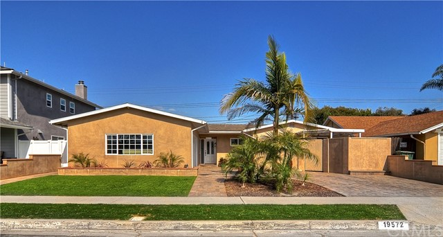 19572  Canberra Lane,Huntington Beach  CA