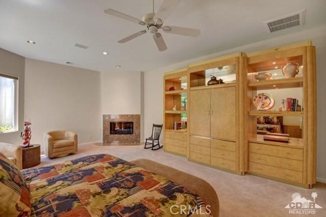 455 Indian Ridge Drive, Palm Desert CA: http://media.crmls.org/medias/517e13b7-0daf-4c47-934d-b944811dc539.jpg