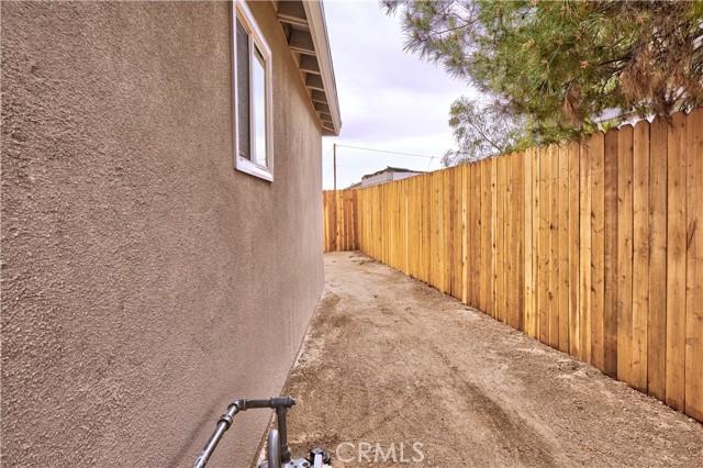 942 Front Street, Perris CA: http://media.crmls.org/medias/517f0c14-0d9b-4256-b9b7-c8d81f2e668f.jpg