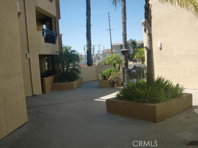 310 Lake Street, Huntington Beach CA: http://media.crmls.org/medias/5193be83-cded-4d0d-be84-548fa725f9e8.jpg