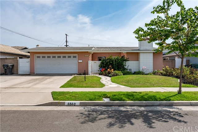 6562 Paris Circle, Huntington Beach CA: http://media.crmls.org/medias/51953cf3-c26d-44c3-8a80-336aee13f951.jpg