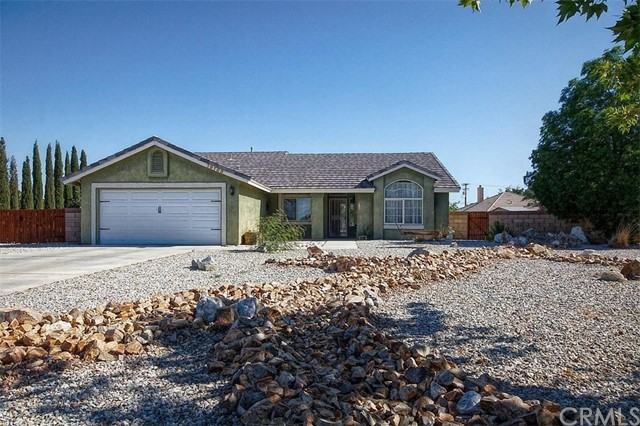 19188 Cochise Court, Apple Valley CA: http://media.crmls.org/medias/51acd966-2f73-4e4c-8d65-060ff6e43db4.jpg
