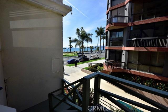 1045 Ocean Avenue, Santa Monica CA: http://media.crmls.org/medias/51b20328-4d19-4d57-ae85-8c268d26ba5e.jpg