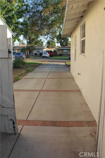 423 W Leeside Street, Glendora CA: http://media.crmls.org/medias/51d6ef12-e602-4f32-8065-8158e29ba8e7.jpg