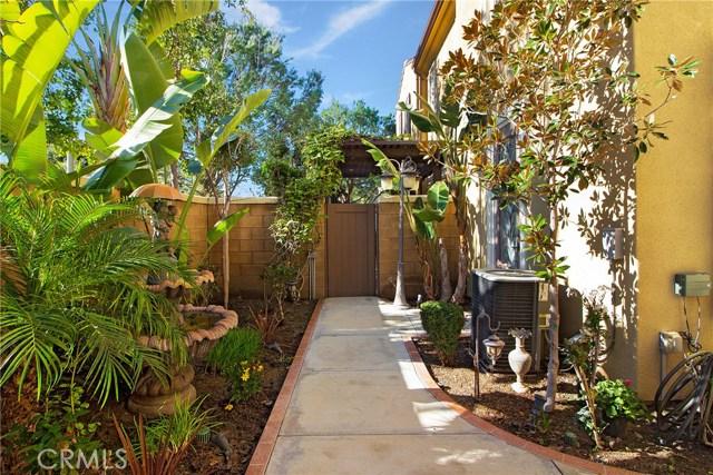 95 Chantilly, Irvine CA: http://media.crmls.org/medias/51da8f2b-5ec5-48c3-808e-3b924746e3a7.jpg