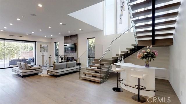 607 N Curson Avenue, Los Angeles CA: http://media.crmls.org/medias/522095a1-bed8-4d42-b5e2-74e5af95d9e0.jpg