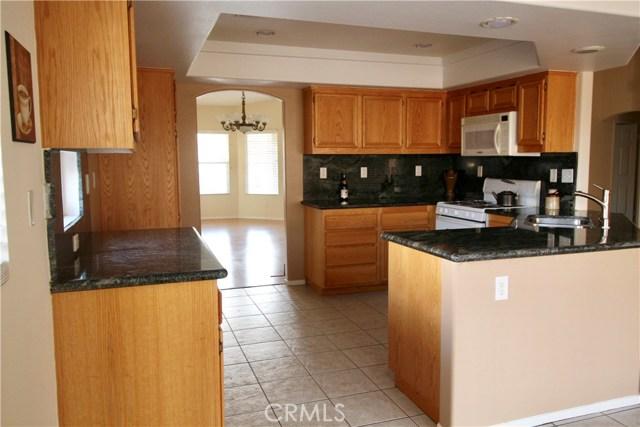 5633 E Avenue R11, Palmdale CA: http://media.crmls.org/medias/522749d7-5cf2-46aa-a689-6b5421801d36.jpg