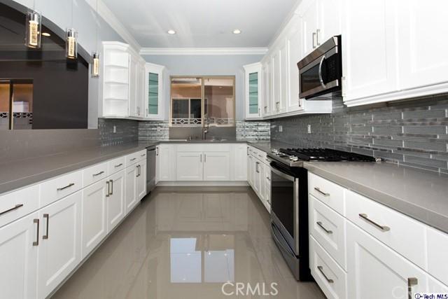 16257 LONDELIUS Street, North Hills CA: http://media.crmls.org/medias/523eddda-2ef9-4808-992d-20f261868fc6.jpg