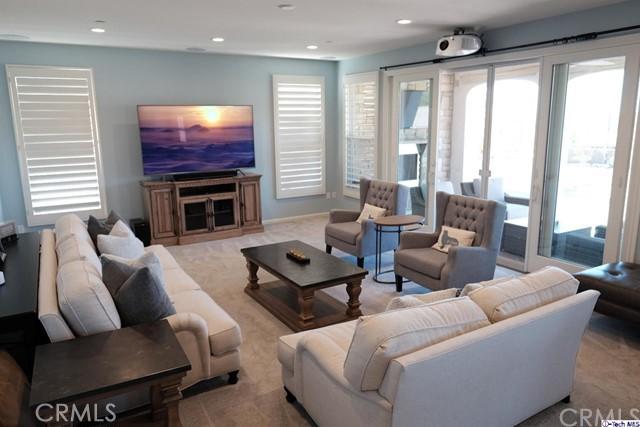 独户住宅 为 销售 在 20748 Veneto Way 北岭市, 91326 美国