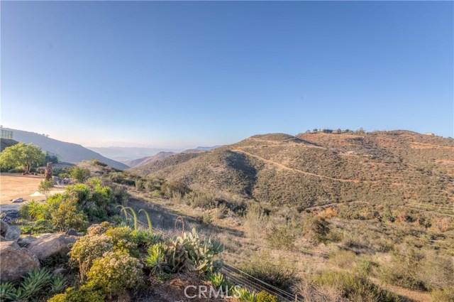 764 Rainbow Hills Road, Fallbrook CA: http://media.crmls.org/medias/524530fc-fce5-48cf-a6fe-d308603f4293.jpg
