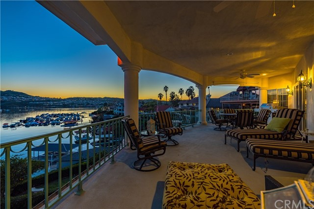 22411 Canyon Club Drive, Canyon Lake CA: http://media.crmls.org/medias/52479284-7b33-4c95-b5a8-87eba9c5dadd.jpg