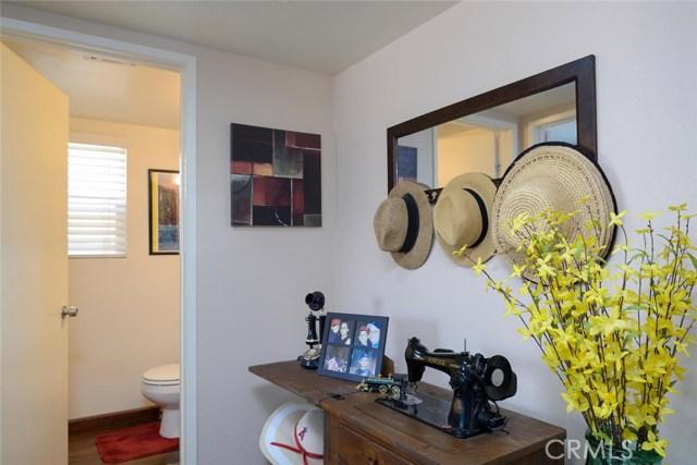 17431 Calle De Amigos, Moreno Valley CA: http://media.crmls.org/medias/524d72f1-66f0-44d6-83c5-a6b431a474e5.jpg
