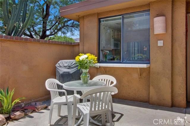 21 La Cerra Drive, Rancho Mirage CA: http://media.crmls.org/medias/52748b7d-c293-45ce-b58b-45d63da5f532.jpg