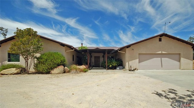 9950 Enchanto Road, Atascadero, CA 93422