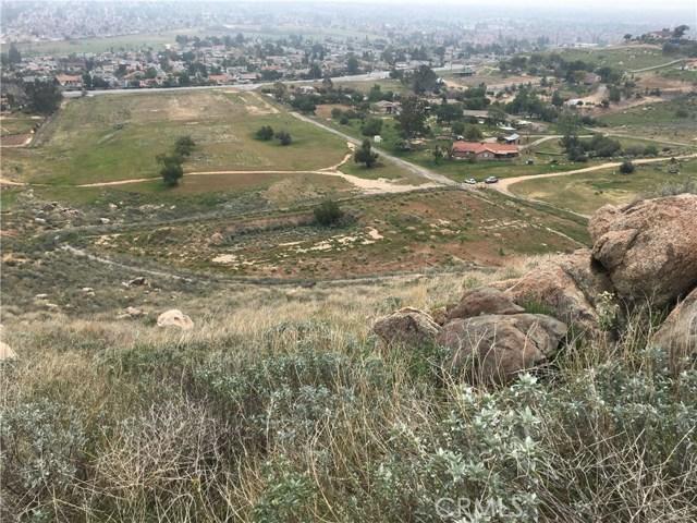 11275 Eagle Rock Road, Moreno Valley CA: http://media.crmls.org/medias/529a7af2-8cf5-4460-9f46-935f4a865579.jpg