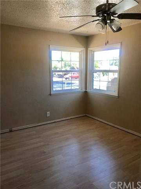 215 S Vernon S Avenue, San Jacinto CA: http://media.crmls.org/medias/52a6f55c-c14c-489b-9958-66ff8012ffff.jpg