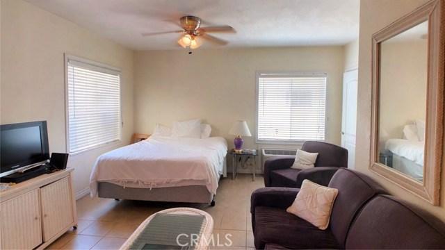 212 Catalina Avenue, Avalon CA: http://media.crmls.org/medias/52b40274-e6e0-4a8e-bde0-41771326e160.jpg
