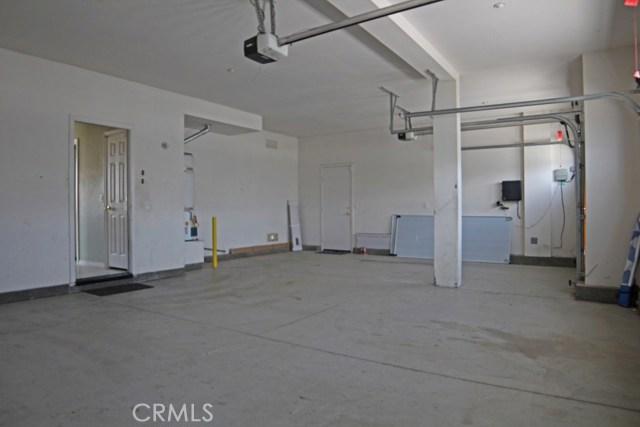 15412 Thistle Street, Fontana CA: http://media.crmls.org/medias/52bfa529-2de0-4091-838d-b06b656ab146.jpg