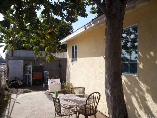 6613 S Ave, Los Angeles, CA 90001