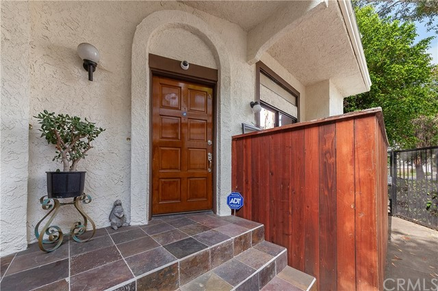 Detail Gallery Image 1 of 19 For 102 S Sierra Madre Bld #1A, Pasadena, CA 91107 - 3 Beds | 2/1 Baths