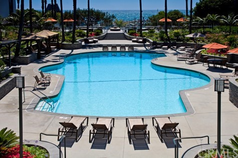 620 The Village 203, Redondo Beach, CA 90277
