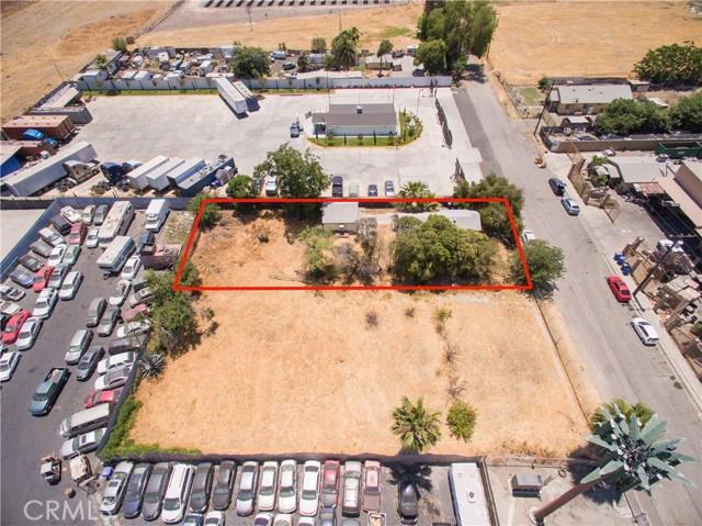 845 Preston Street, San Bernardino CA: http://media.crmls.org/medias/5317a4a3-8587-484c-b1ad-a17b63df03aa.jpg
