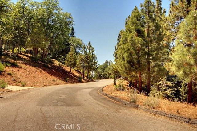 1369 La Crescenta Drive, Big Bear CA: http://media.crmls.org/medias/533975de-242b-4095-b900-50bfd0afdc46.jpg
