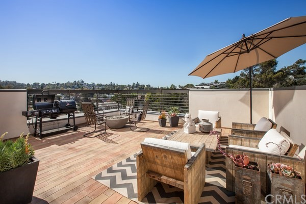 Townhouse for Sale at 2753 Waverly Drive Silver Lake, California 90039 United States