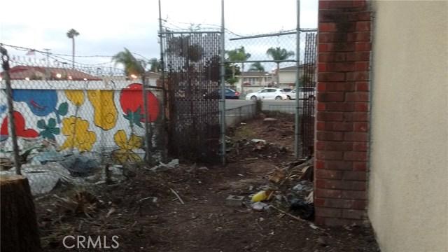 7401 Katella Avenue, Stanton CA: http://media.crmls.org/medias/534c5cf7-059a-4774-946c-c93a081cea44.jpg