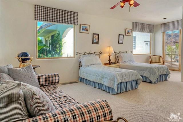 38490 Via Roberta, Palm Springs CA: http://media.crmls.org/medias/5360f528-a031-4c79-9e34-15b99c46000d.jpg