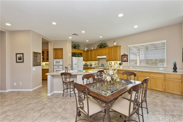 17237 Blue Ridge Court, Riverside CA: http://media.crmls.org/medias/537998cd-38ed-4a79-afc1-210351dea49b.jpg