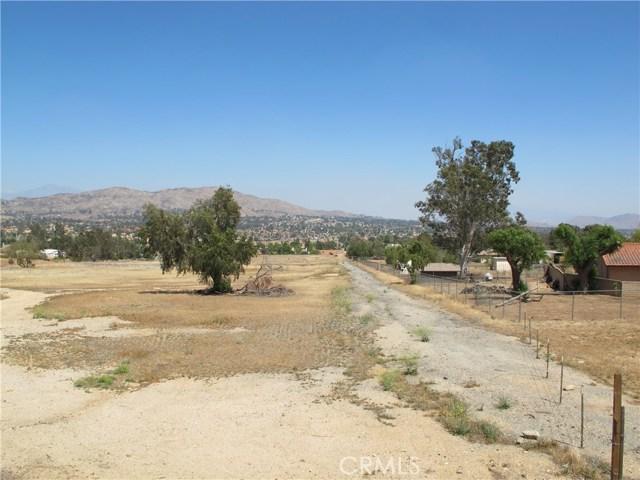 11275 Eagle Rock Road, Moreno Valley CA: http://media.crmls.org/medias/53a5a2b4-36b7-4d5f-bbe3-ccb1f45e2ad0.jpg