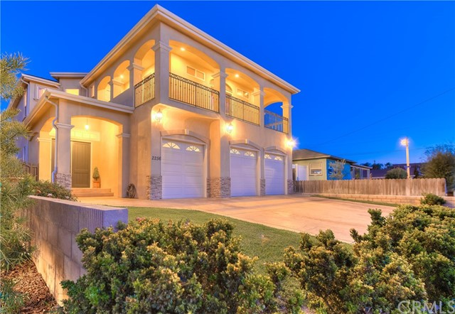 2256 Orange Avenue Costa Mesa, CA 92627 is listed for sale as MLS Listing OC18092520
