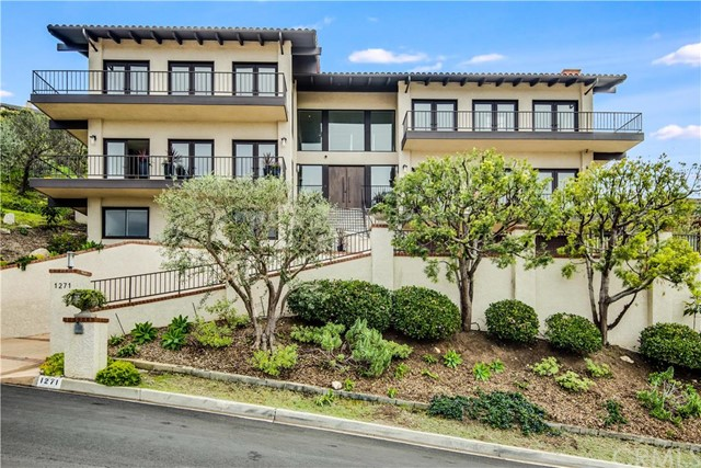 1271 Via Landeta Palos Verdes Estates, CA 90274 is listed for sale as MLS Listing PV16061783