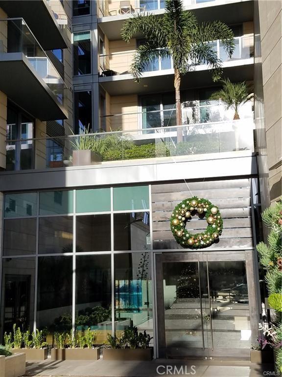 1755 Ocean Avenue, Santa Monica CA: http://media.crmls.org/medias/53f50de3-6555-46e7-9a22-4b0c3da81d3d.jpg