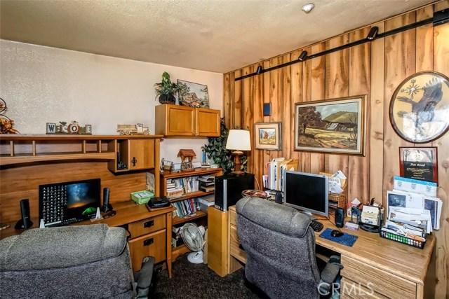 8401 Roadrunner Lane, Phelan CA: http://media.crmls.org/medias/5409c25c-1f3b-4bb6-aa23-ad9de0823220.jpg