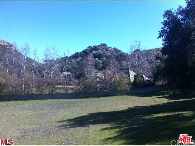 Additional photo for property listing at 588 Carlisle Road E  Thousand Oaks, California 91361 United States