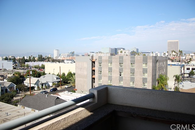 1043 S Kenmore Av, Los Angeles, CA 90006 Photo 3