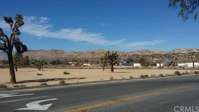 57794 Twentynine Palms, Yucca Valley CA: http://media.crmls.org/medias/544fe46d-319e-4a7b-b791-c3f886d8ccee.jpg