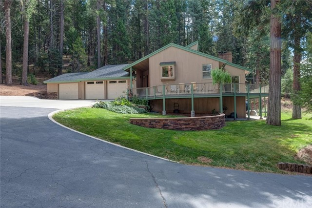 Single Family Home for Sale at 5810 State Highway 147 Lake Almanor, California 96137 United States